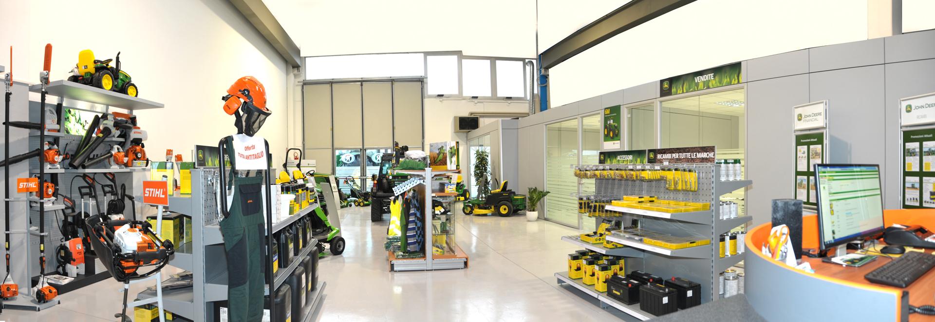 Raggi Cesena: officina e magazzino specializzato John Deere